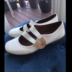 Natural Soul Leather Loafers off white size 11